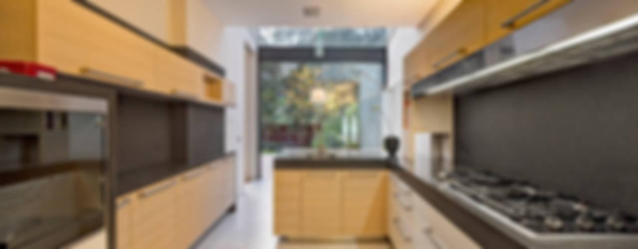 Moderne Küchen von Lopez Duplan Arquitectos Modern