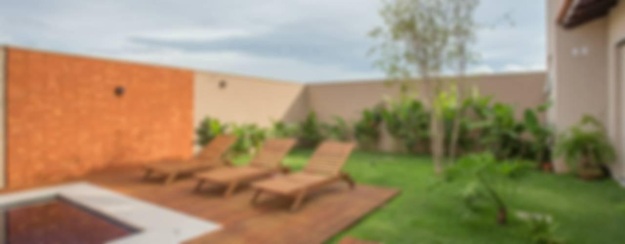 Pool by Biloba Arquitetura e Paisagismo