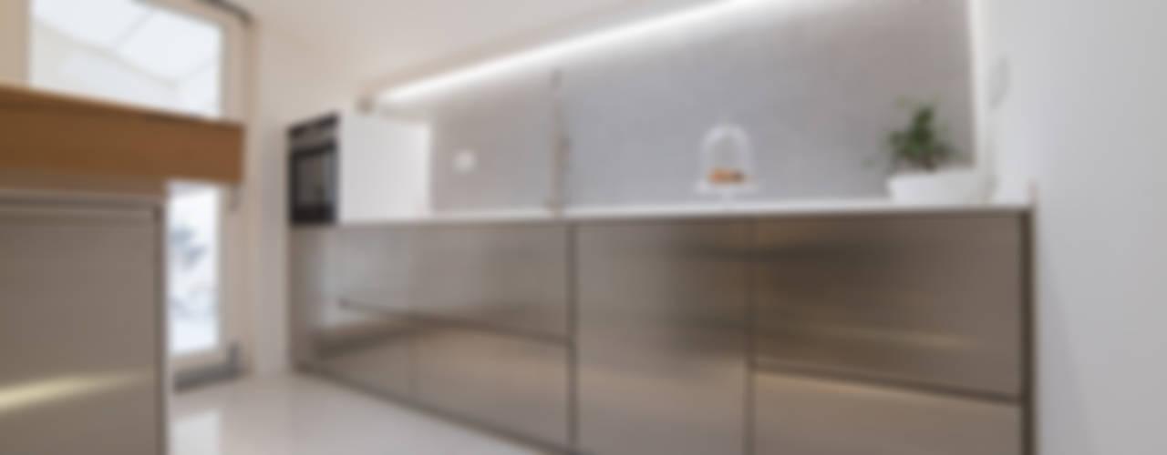 Cocinas modernas: Ideas, imágenes y decoración de ZETAE Studio Moderno