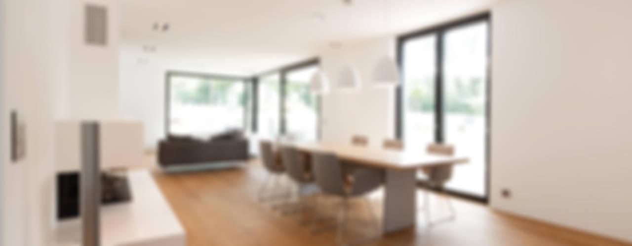 Sala da pranzo in stile  di Schiller Architektur BDA