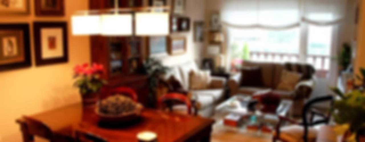 Diseño y reforma integral de piso. Salones de estilo moderno de COINA Moderno