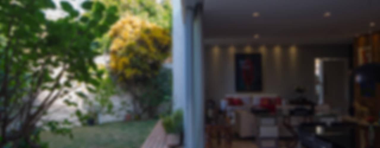 Residência Volpi: Jardins  por JAA Arquitetos