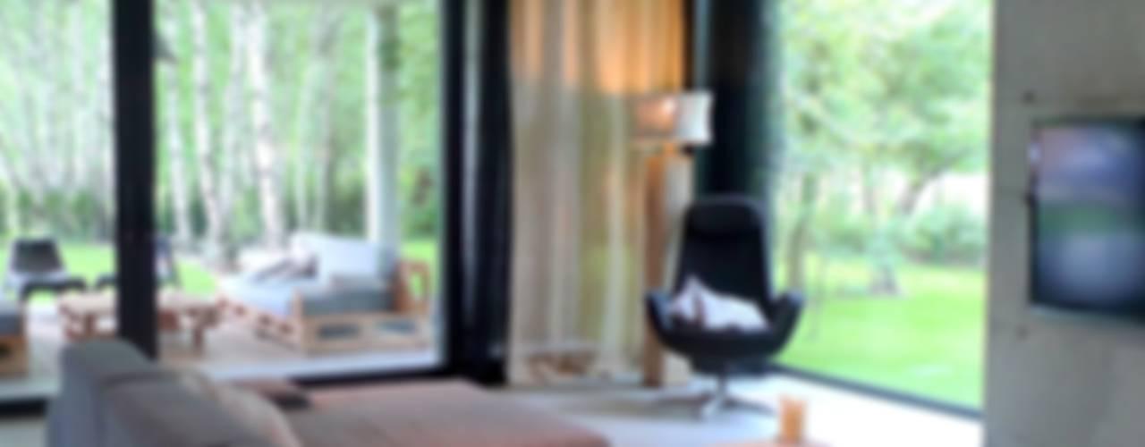 Salas de estar modernas por seweryn pracownia Moderno