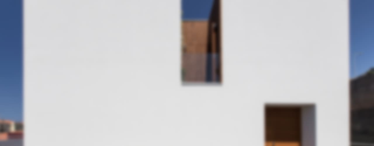 Modern houses by Studio Dois Modern