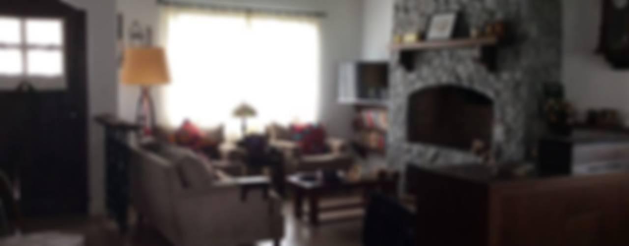 Living room by Estudio de arq. Tomás Hosmann