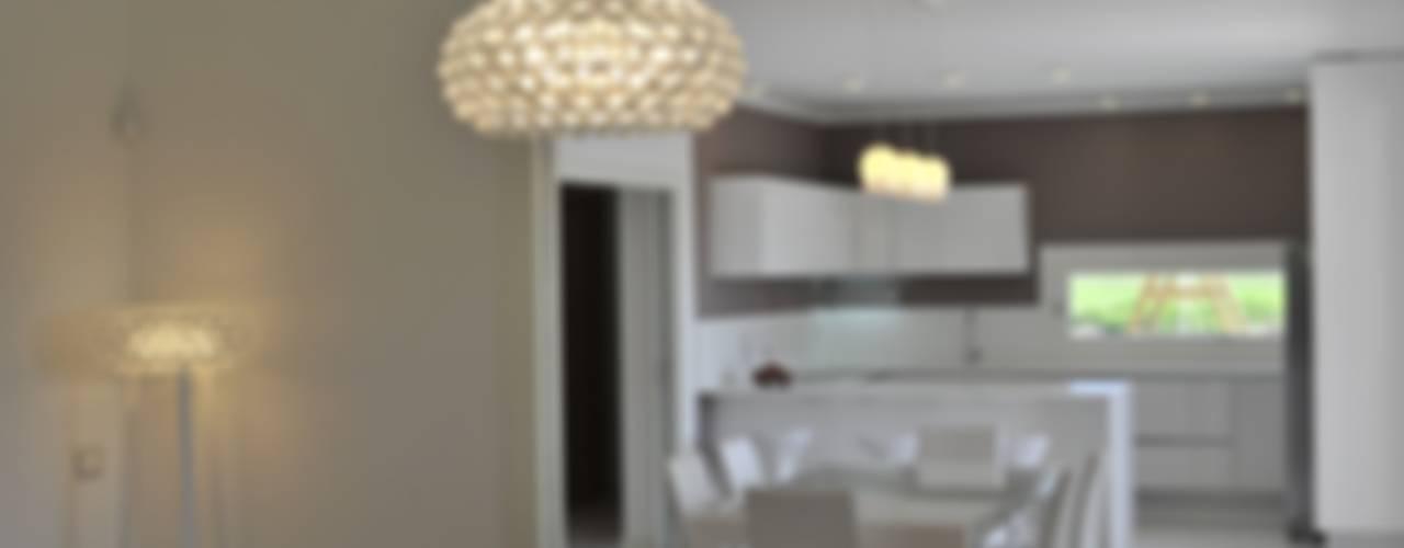 sala da pranzo e cucina: Cucina in stile  di studio arch sara baggio