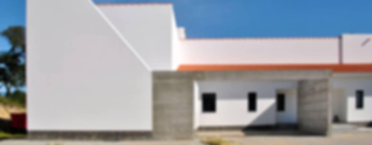 House in Coruche, Santarém: Casas  por é ar quitectura,