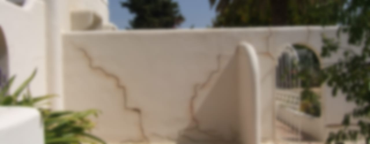 Casas de estilo mediterraneo por RenoBuild Algarve