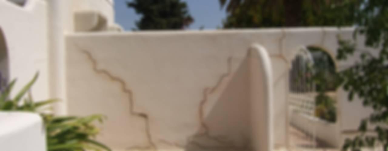 Facade Renovation / Repairing Cracks Mediterranean style house by RenoBuild Algarve Mediterranean