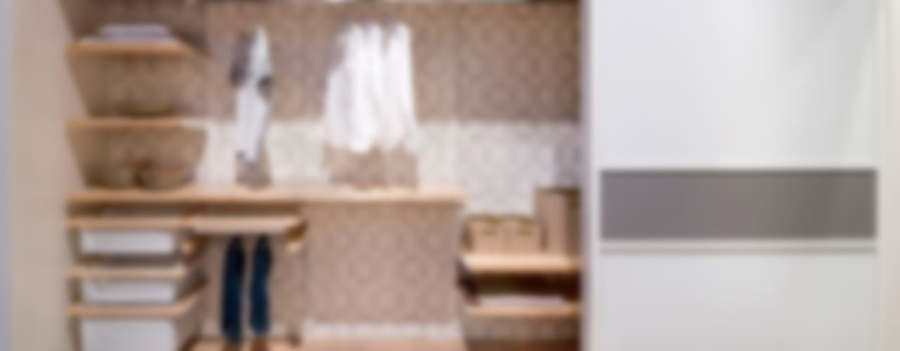 "Elfa und Lumi exhibition in furniture showroom ""Möbel Inhofer"" Pamela Kilcoyne - Homify BedroomWardrobes & closets"