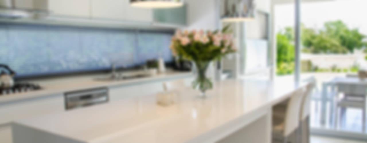 現代廚房設計點子、靈感&圖片 根據 Parrado Arquitectura 現代風