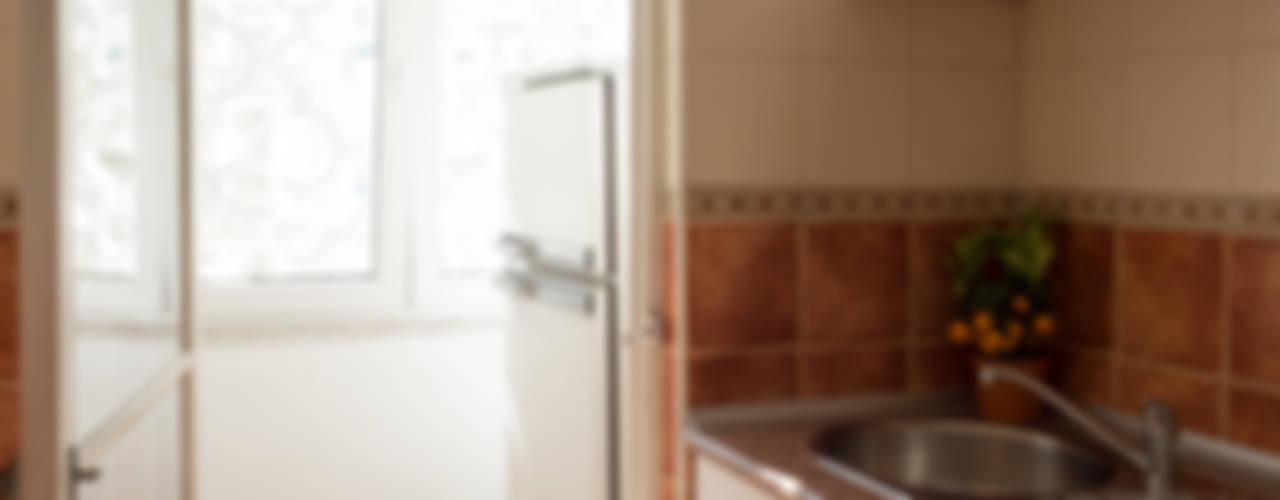 Apartamento Anos 50 (Alojamento Local) Cozinhas ecléticas por MUDA Home Design Eclético