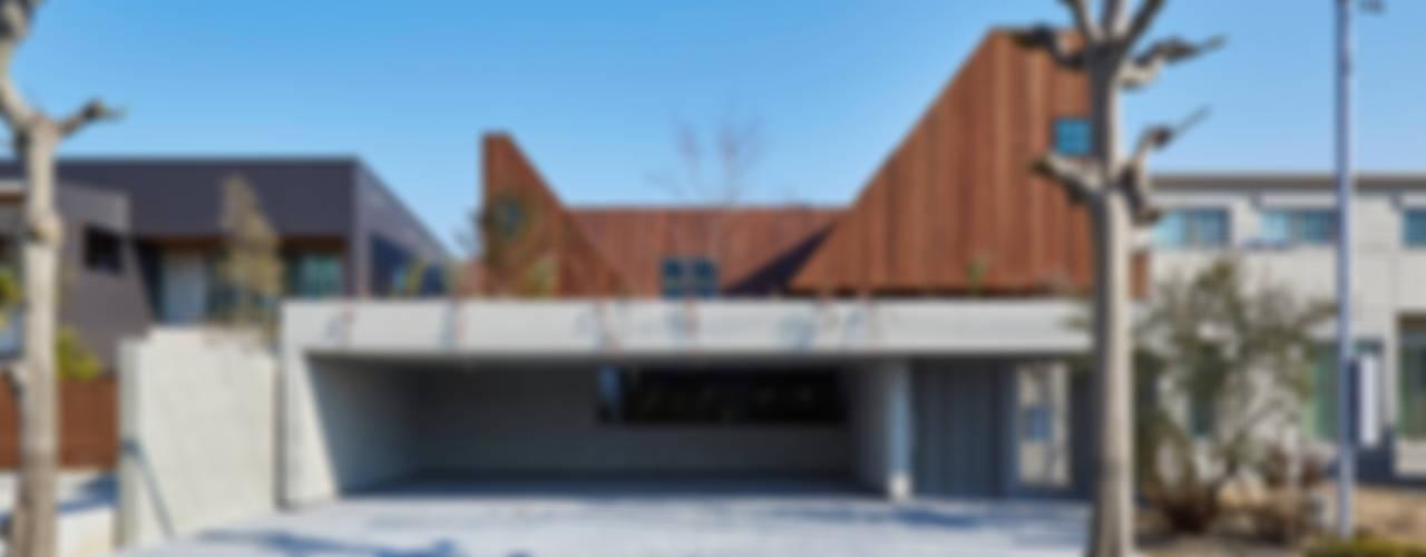 Casas modernas por 武藤圭太郎建築設計事務所 Moderno