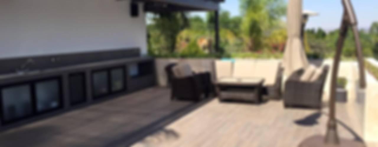 Balcones y terrazas modernos: Ideas, imágenes y decoración de Arki3d Moderno