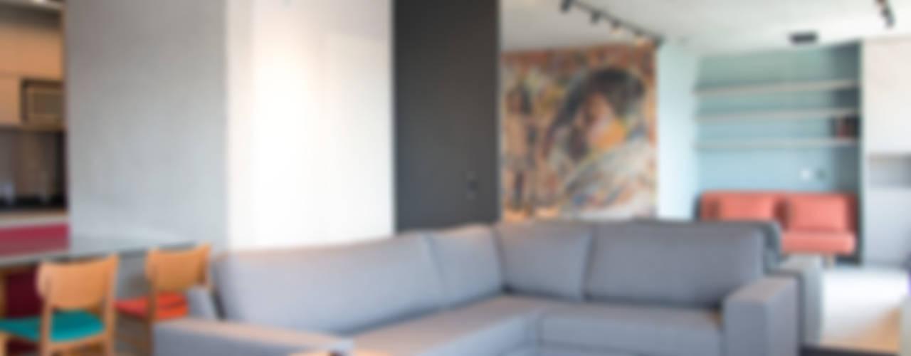 PROJETO APARTAMENTO MAXHAUS: Salas de estar  por MONICA SPADA DURANTE ARQUITETURA
