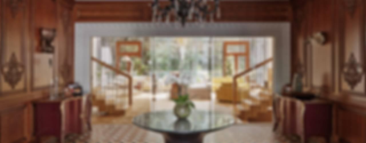 Corredores, halls e escadas ecléticos por Бахарев и Партнеры Eclético