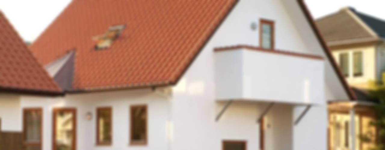 Casas de estilo escandinavo de 株式会社 ヨゴホームズ Escandinavo