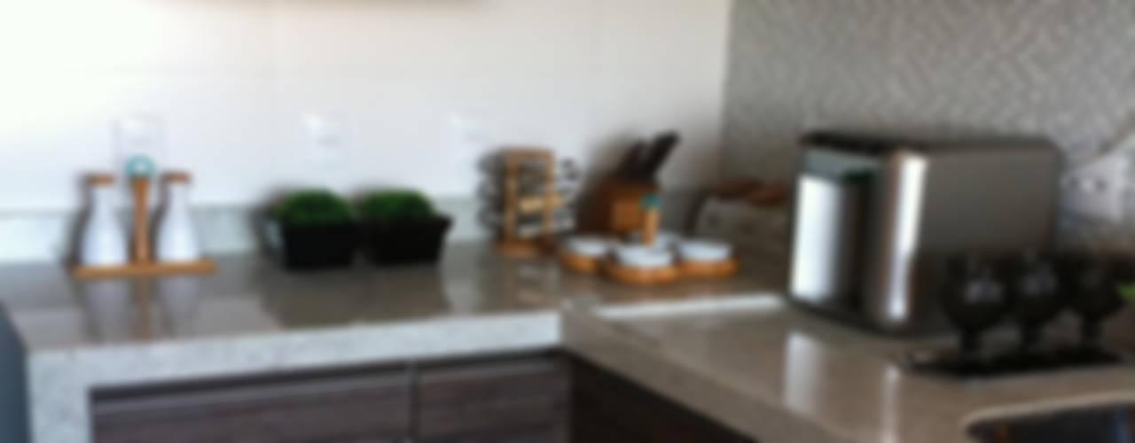 Kitchen by BEATRIZ DANELON | Arquitetura e Interiores