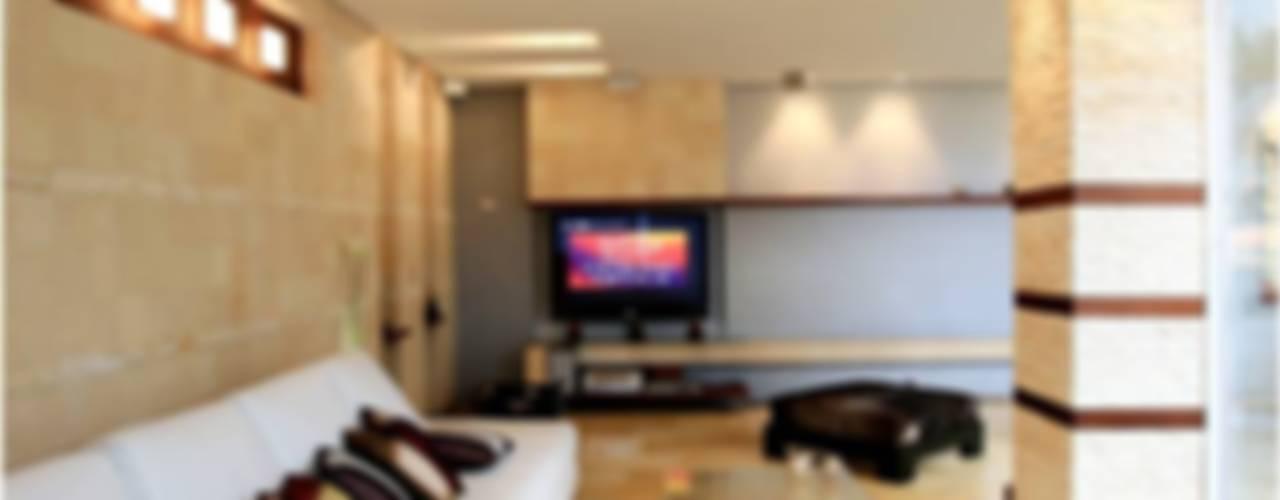 Salas de estar modernas por Arq Renny Molina Moderno