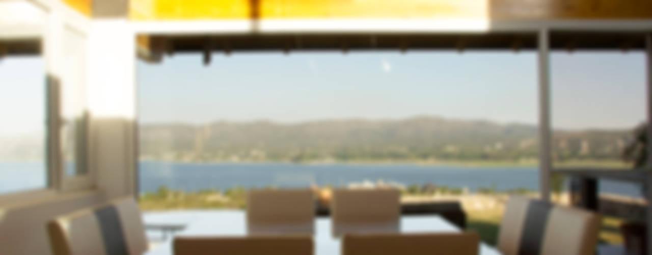 Casa Lago Salas de jantar modernas por renziravelo Moderno