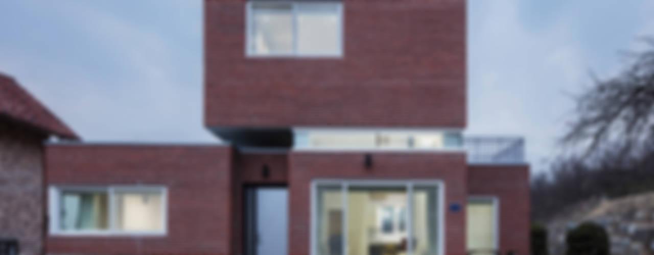 CHORA 13-7 / 남향가(南向家): CHORA의  주택