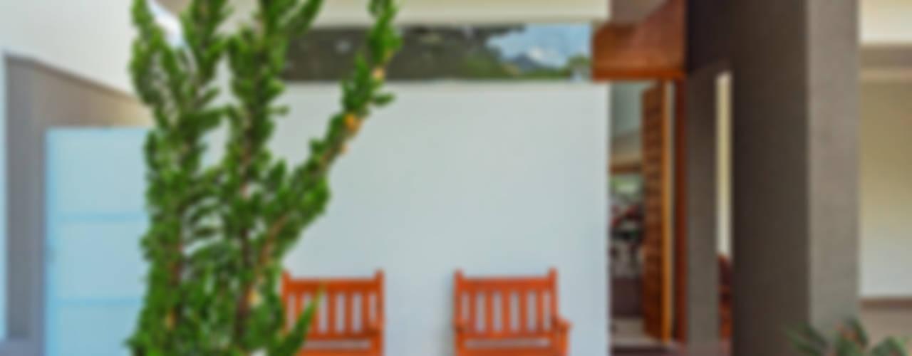 모던스타일 주택 by ADRIANA MELLO ARQUITETURA 모던
