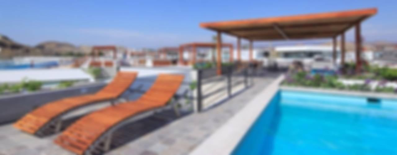 Casa Maple Albercas modernas de Martin Dulanto Moderno