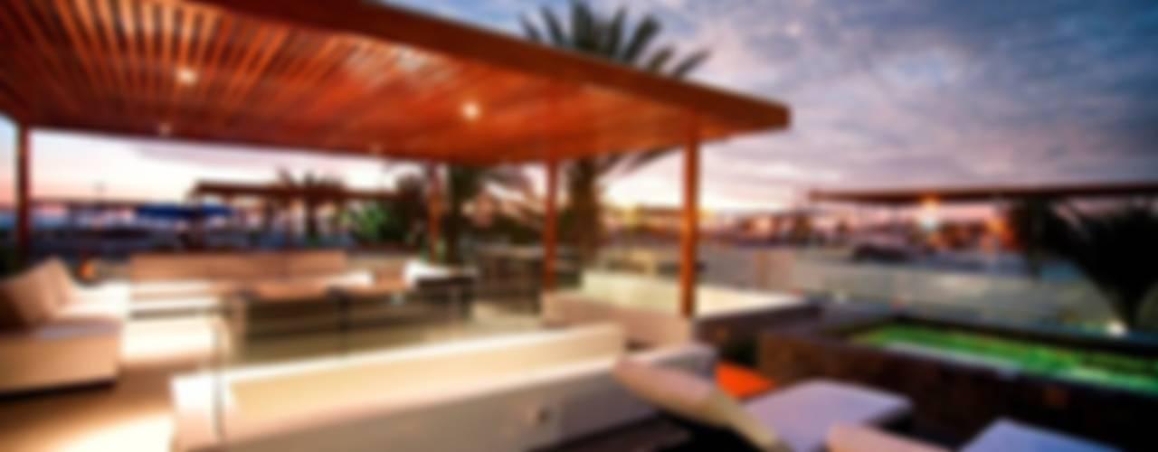 Casa Seta Balcones y terrazas de estilo moderno de Martin Dulanto Moderno