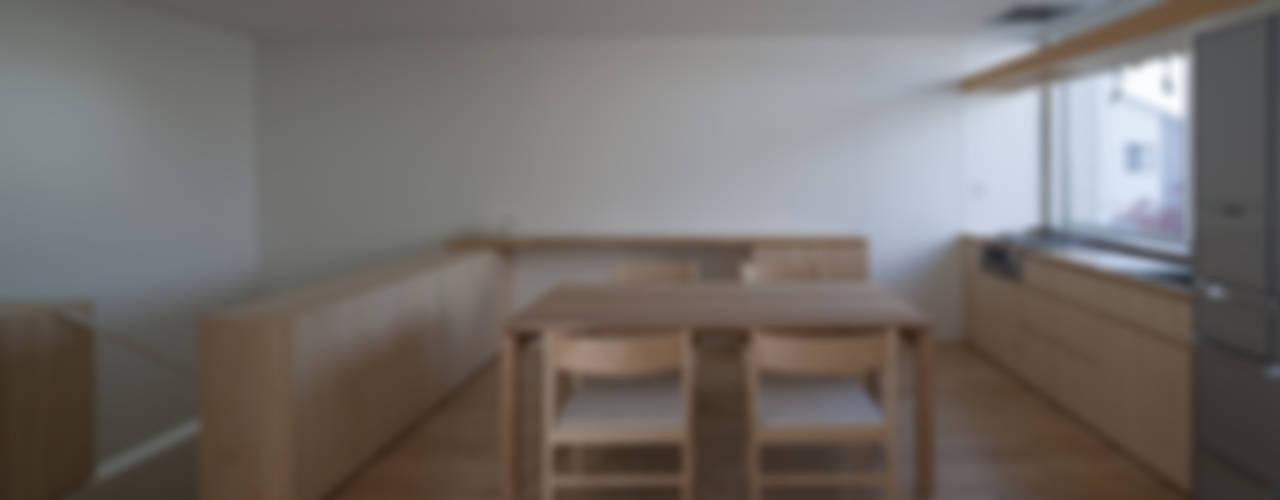 川口の白い家 ミニマルデザインの ダイニング の SHSTT ミニマル