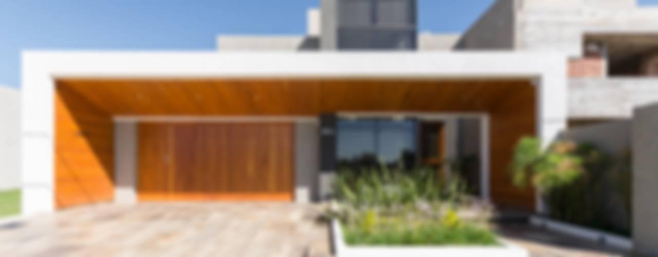 Casas modernas por KARLEN + CLEMENTE ARQUITECTOS Moderno
