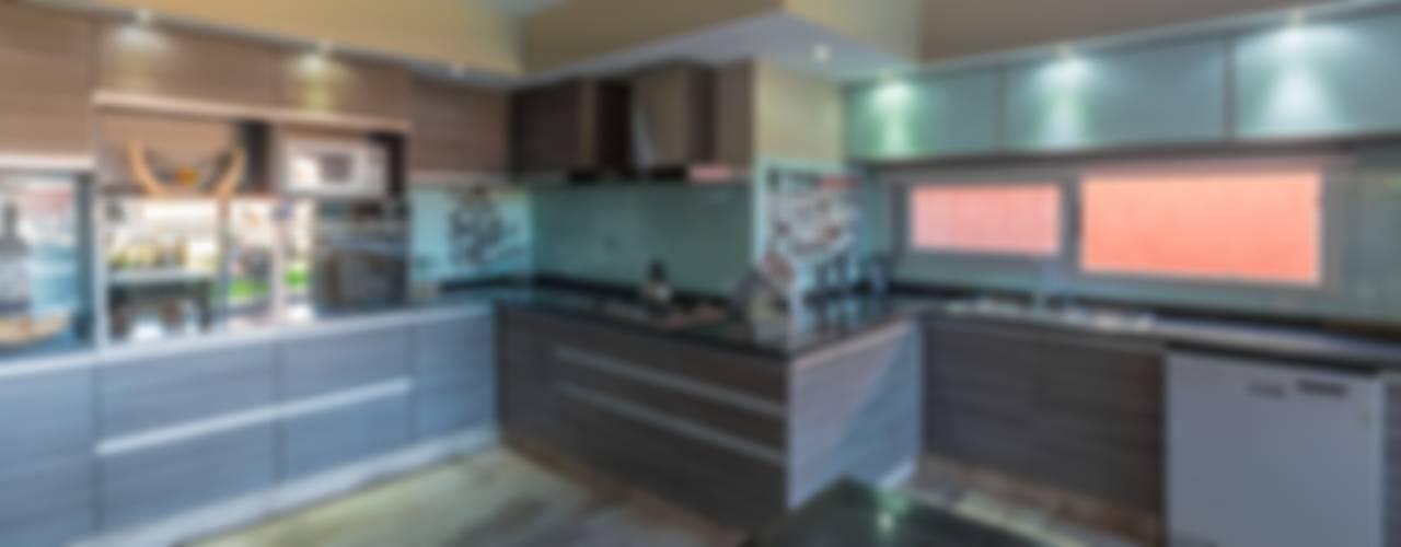 Kitchen by KARLEN + CLEMENTE ARQUITECTOS, Modern