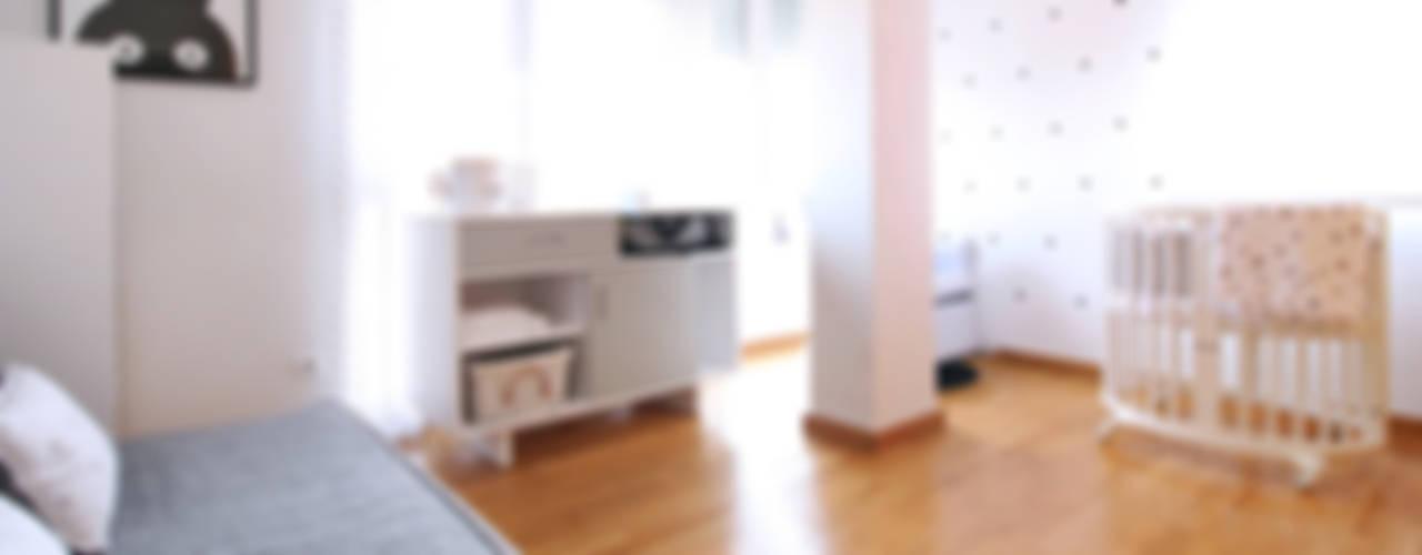 APARTAMENTO AR, EN VALENCIA. Dormitorios infantiles de estilo moderno de acertus Moderno