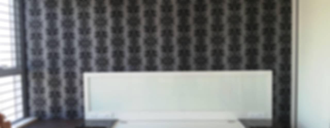 Oberoi Exquisite, Goregaon:   by J SQUARE - Architectural Studio