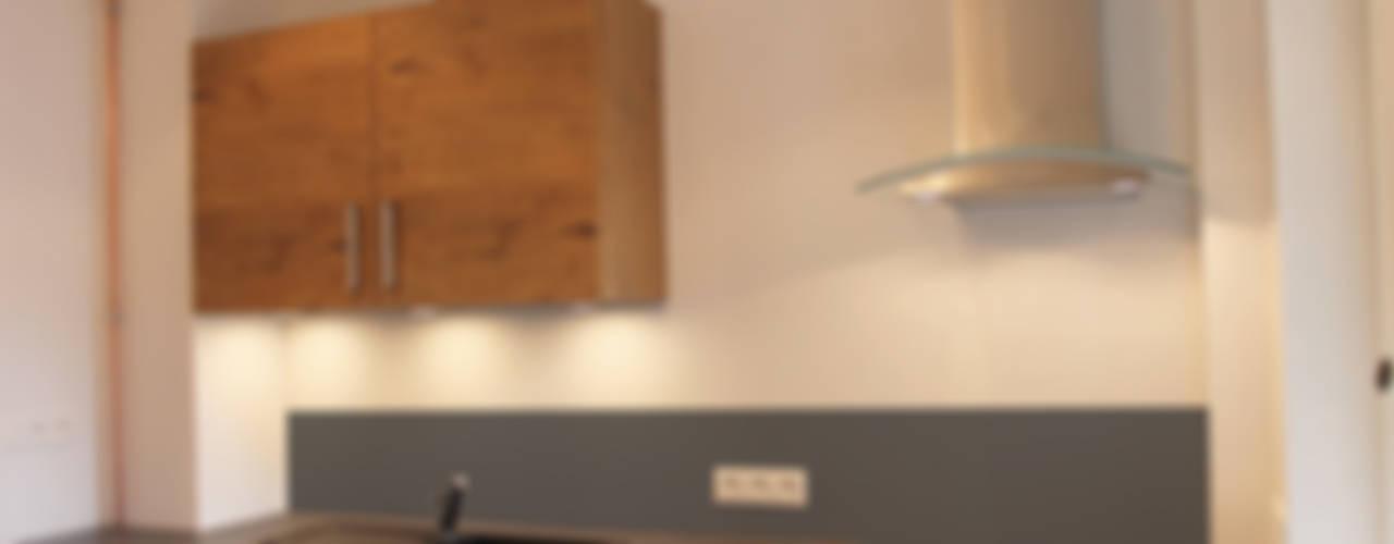 Cucina moderna di Agence ADI-HOME Moderno