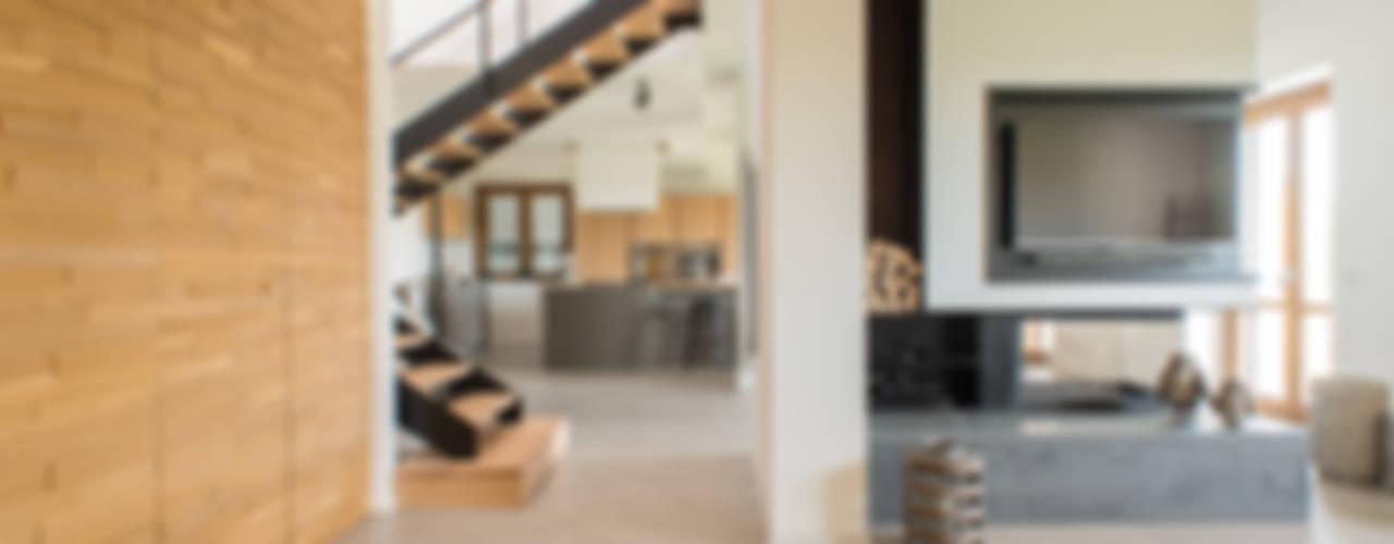 Un appartamento su due livelli Soggiorno moderno di Mario Ferrara Moderno