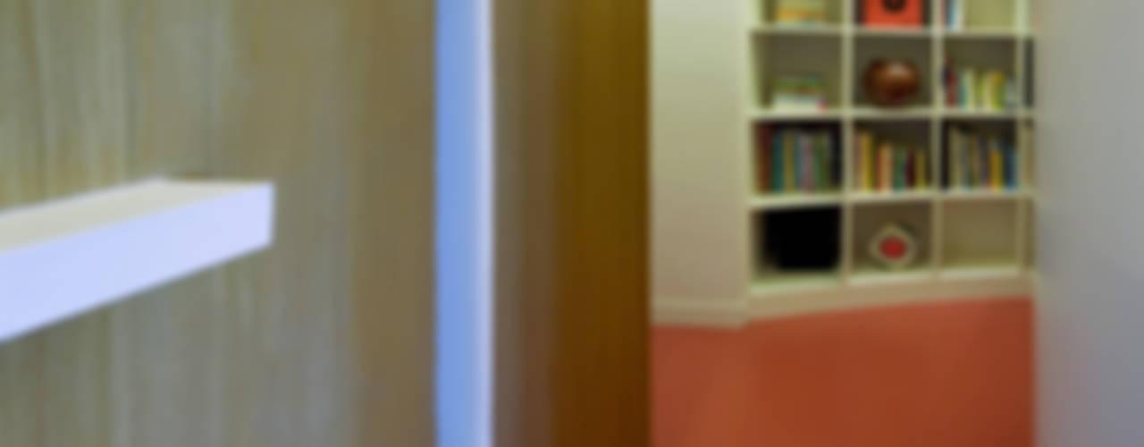 TORRES BLANCAS APARTMENT Salones de estilo moderno de Ruiz Velázquez Moderno