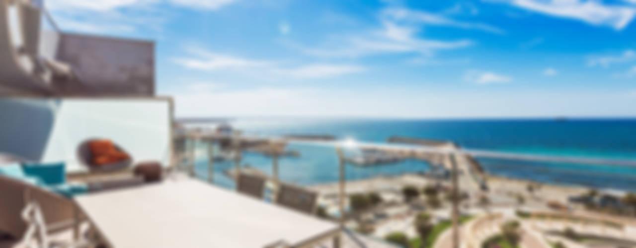 Penthouse in from of the Sea in Mallorca Modern Balkon, Veranda & Teras Bornelo Interior Design Modern