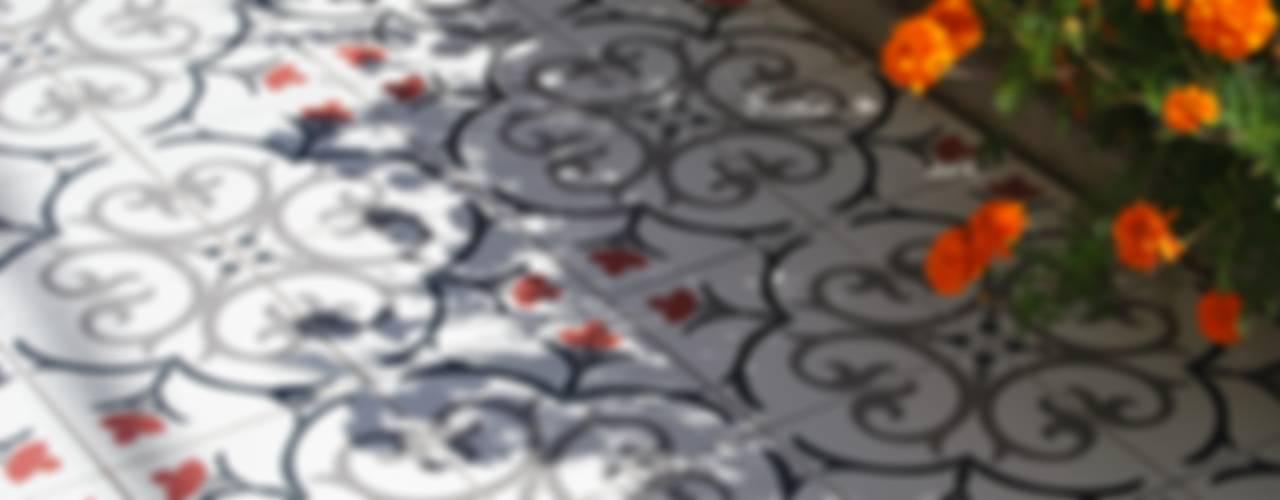 Terrazas de estilo  por Kerion Ceramics