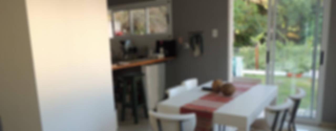 Sala da pranzo in stile in stile Classico di Estudio ZP