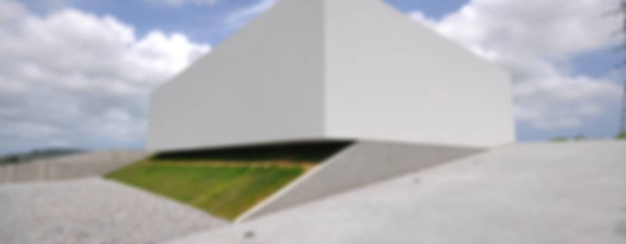 門一級建築士事務所 Casas modernas: Ideas, imágenes y decoración Hormigón Blanco