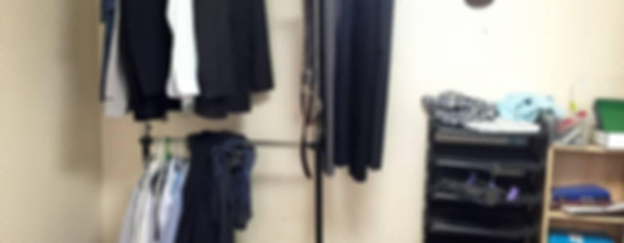 Vestidores y closets de estilo moderno por homelatte