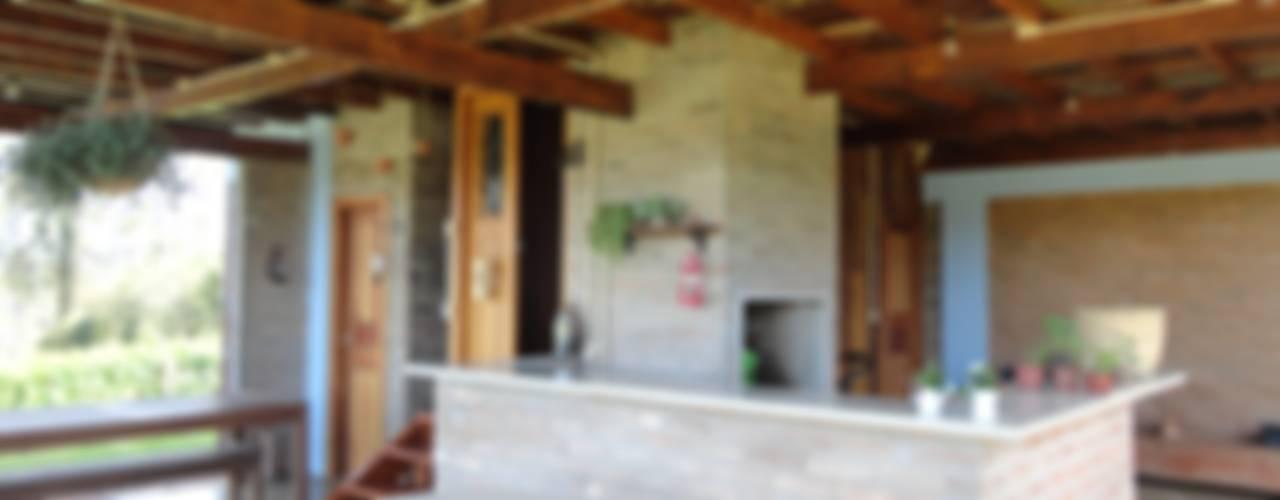 Zani.arquitetura Rustic style balcony, veranda & terrace