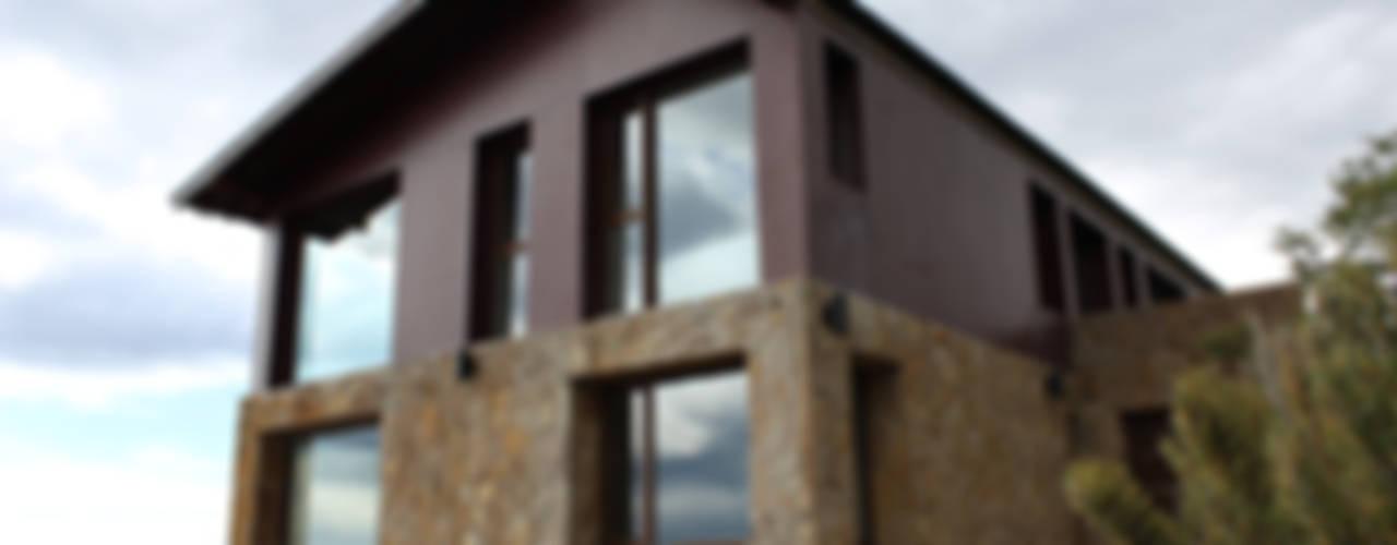 Casa en San Martín de los Andes Casas modernas: Ideas, imágenes y decoración de CaB Estudio de Arquitectura Moderno