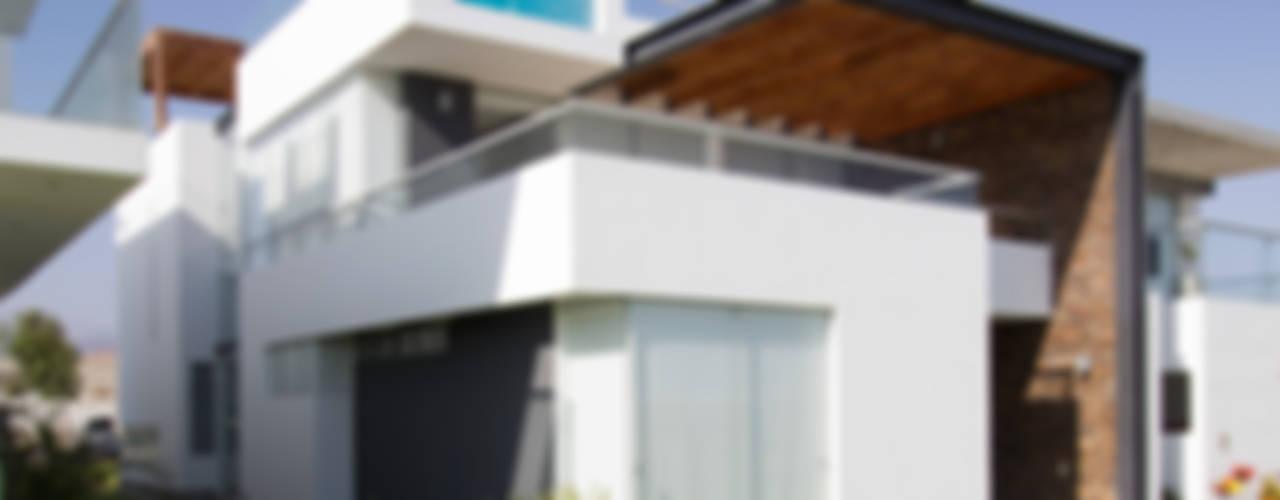 CASA DE PLAYA BARRÓN: Casas de estilo  por ARKILINEA