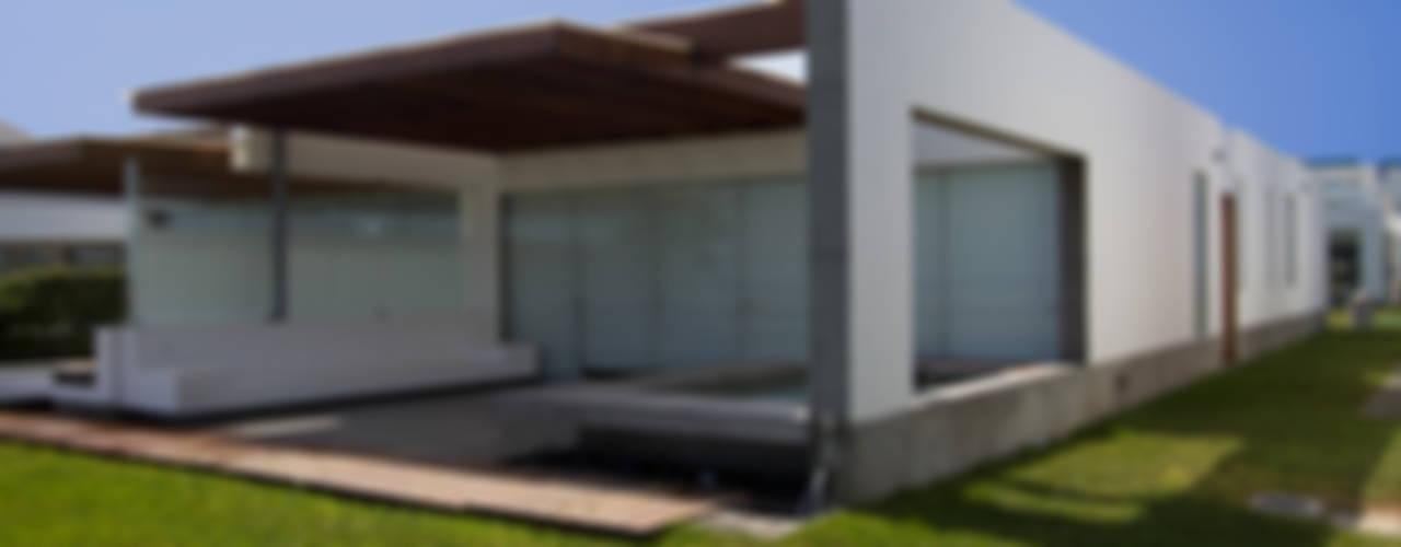 CASA DE PLAYA ARÉVALO: Casas de estilo  por ARKILINEA,