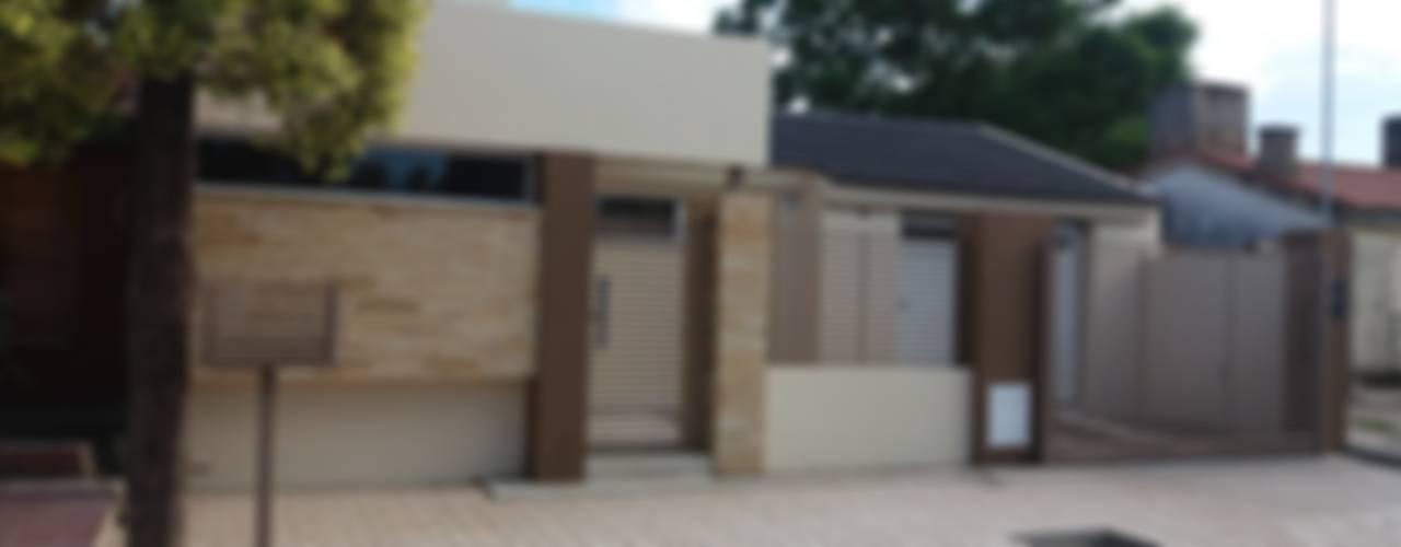 Casas de estilo moderno por ARQ. María Florencia Fernández