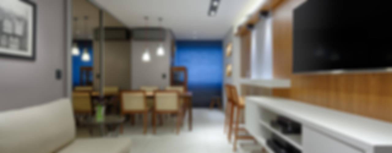 Apartamento 75m²: Salas de estar  por Emmanuelle Eduardo Arquitetura e Interiores