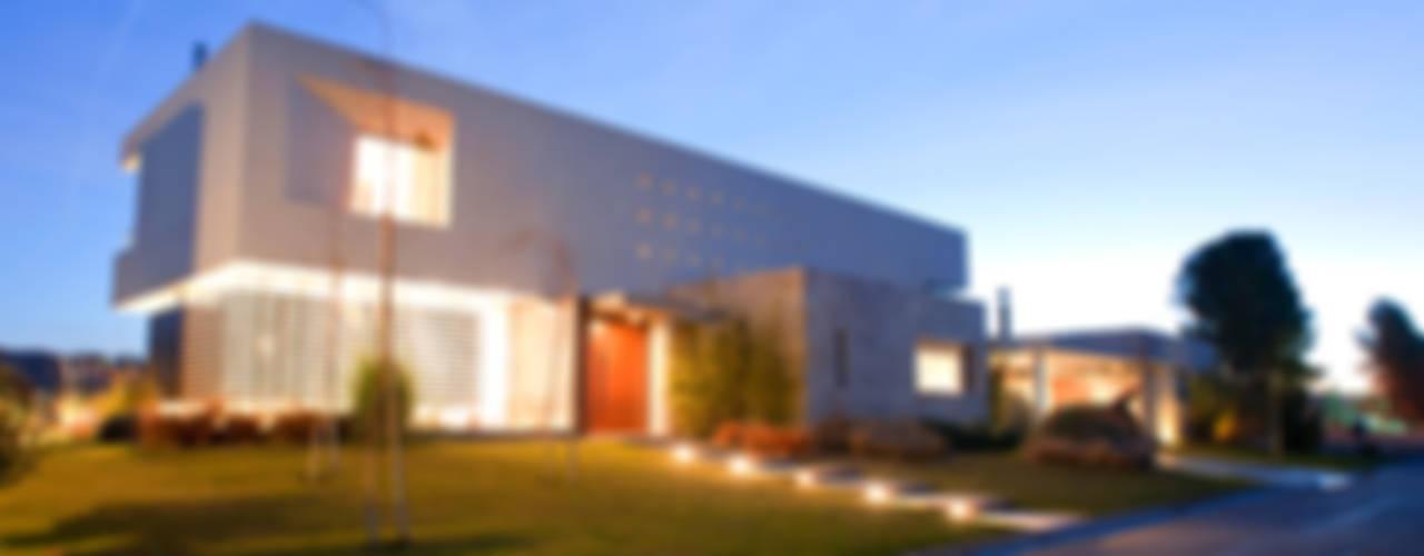 CASA ZR: Casas de estilo  por Poggi Schmit Arquitectura