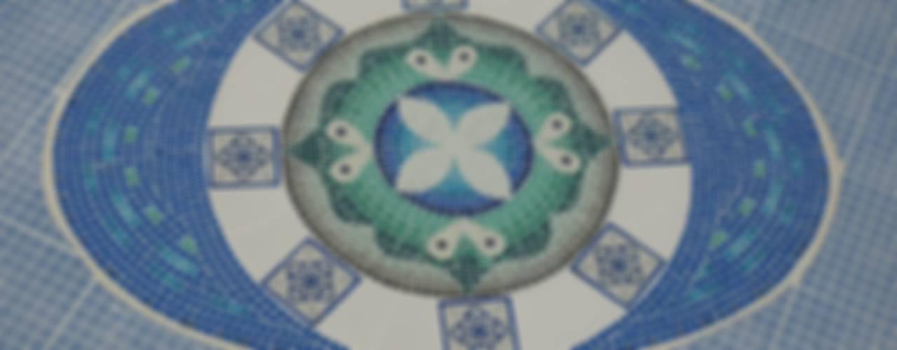 Mosaiquismo en fondo de piscina: Piletas de estilo  por Mosa Y Quito,Moderno
