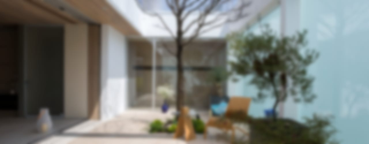 VILLA on the park | ML庭特集228号掲載の高級邸宅: Mアーキテクツ|高級邸宅 豪邸 注文住宅 別荘建築 LUXURY HOUSES | M-architectsが手掛けたリビングです。,モダン